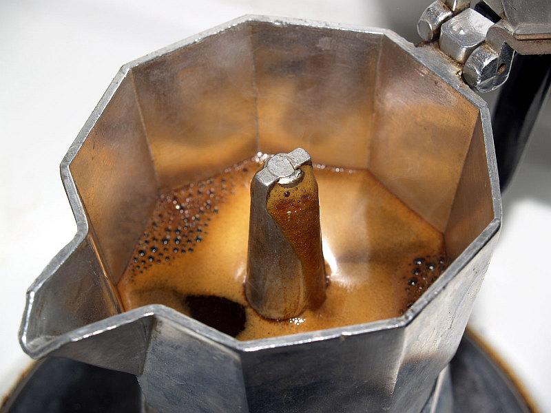 Moka Pot Espresso - Brewing